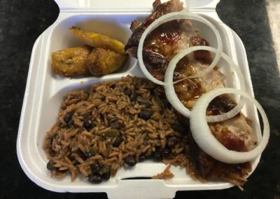 """Completa""(Take Out Container) Costilla de puerco asada, Congris y Maduros"