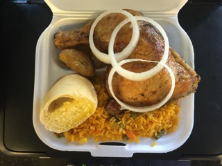 """Completa""(Take Out Cointainer) de Pollo Asado, Arroz amarillo y Maduros"