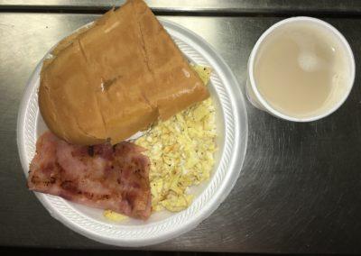 Desayuno Imperial: Huevos, Jamon, Tostada Cubana y Café Latte $2.69